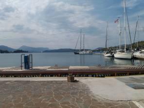 De haven van Poros